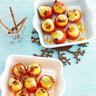 Zweierlei gefüllte Tomaten mit Mini-Knödeln
