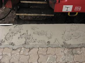 Photo: W Warszawie wpadamy w pułapkę! Nie dość, że drzwi pociągu są zablokowane, to gdy biorę je tyranem, tak z rozpędu, to w końcu się otwierają a ja ląduję na grząskim betonie!