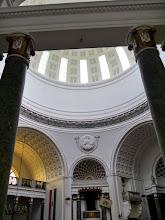 Photo: kupolában felirat hirdeti, hogy a templom a Magyarok Nagyasszonya tiszteletére és I. Ferenc József emlékére épült.