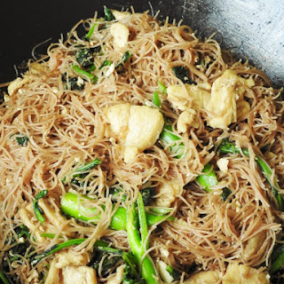 Pad See Ew with Chicken(ผัดซีอิ๊ว)