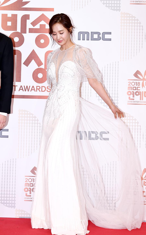 yuri gown 19