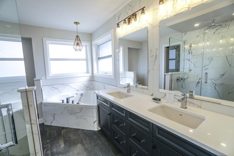Ponadczasowa łazienka z meblami na wymiar
