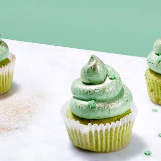 St. Patrick's Day Cupcakes with White Chocolate and Pistachios.