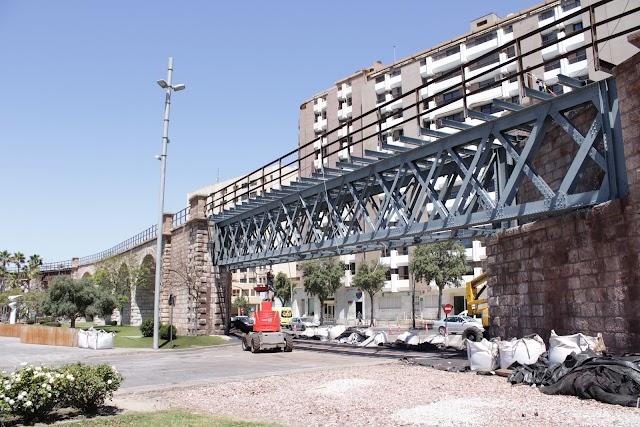 Estructura metálica restaurada, situada sobre la glorieta de las Almadrabillas.