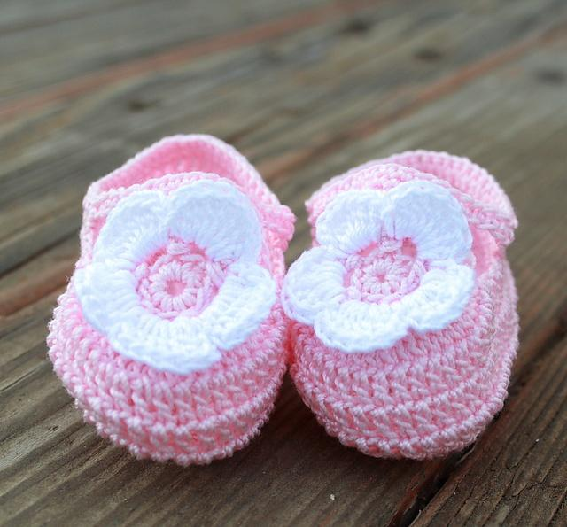 Baby Booties Dresses Christening Gown Crochet Patterns : Crochet Baby Booties - Android Apps on Google Play