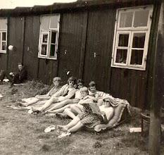 Photo: Ameland links Hennie Mennega Verder v.l..n.r. Jantje Hilbrands, Gé Wessels , Grietje Oosting, Jannie Schuiling, Rika Niemeijer en Giny Lanjouw