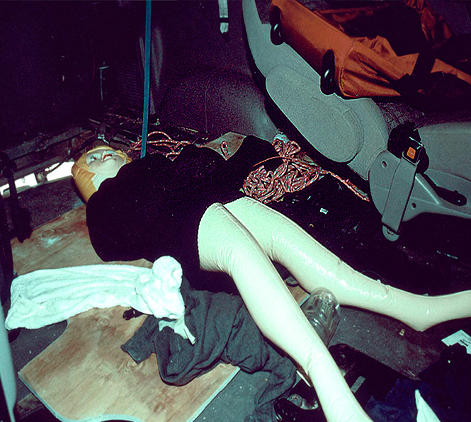 Одно из орудий преступления - надувная кукла