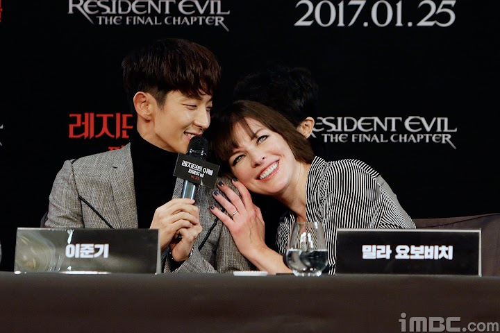 Fans Notice Lee Joon Gi And Milla Jovovich S Chemistry While They