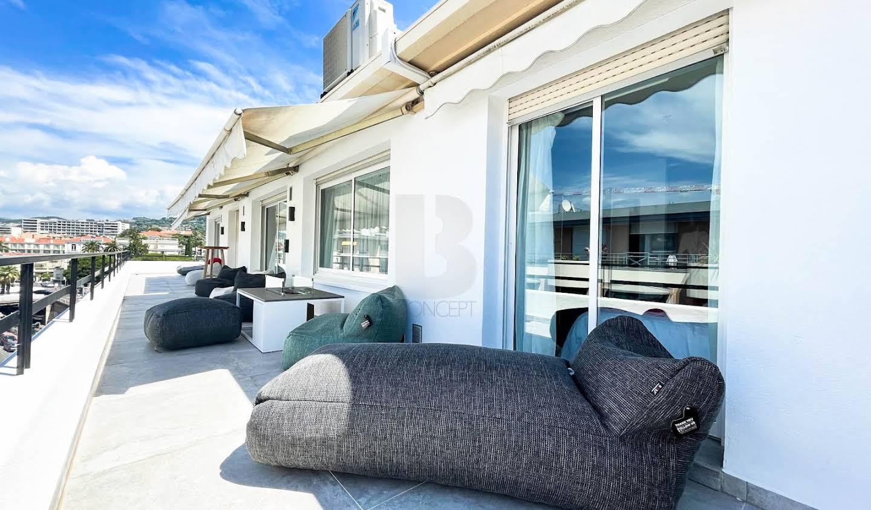 Appartement contemporain avec terrasse en bord de mer Cannes