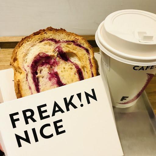 咖啡和麵包覺得都普通😶 冠軍拿鐵淡了些