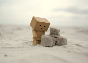 Photo: Danbo is figuring out how to build a sandcastle.