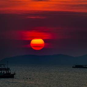 Sunset Thailand. by John Greene - Landscapes Sunsets & Sunrises ( sunset, thailand, scenic, beach, john greene, pattaya, beachroad )