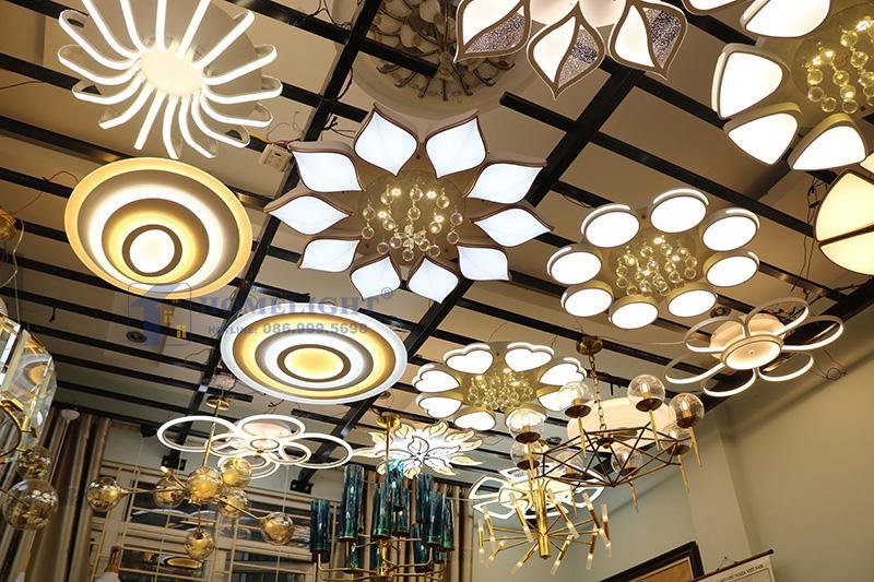 Chọn đèn trang trí phù hợp cho không gian phòng khách