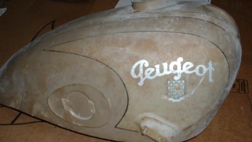 réservoir de moto ancienne peugeot restauré avant