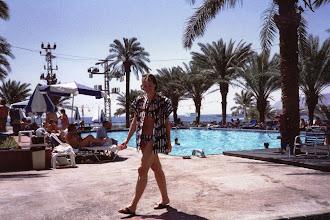 Photo: 1989 - Hotellin uima-altaalla