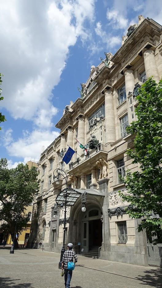 Liszt Ferenc Zeneművészeti Egyetem,大門上方的塑像就是李斯特