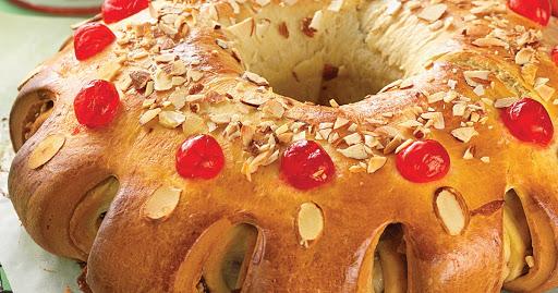Three Kings Cake (Rosca de Reyes or Roscòn de Reyes)