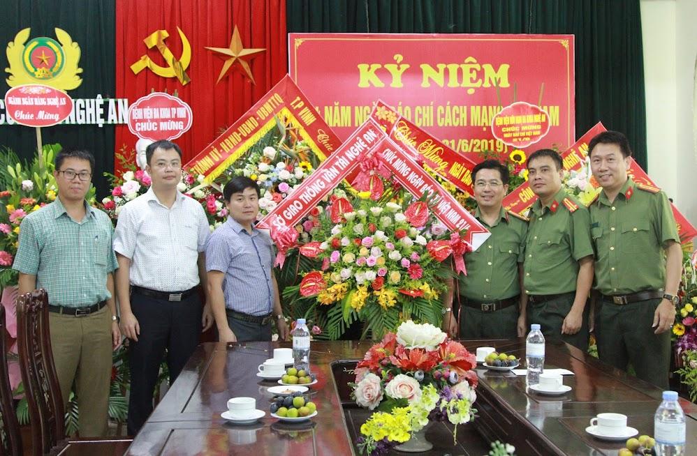 Sở Giao thông vận tải tỉnh Nghệ An chúc mừng Báo Công an Nghệ An