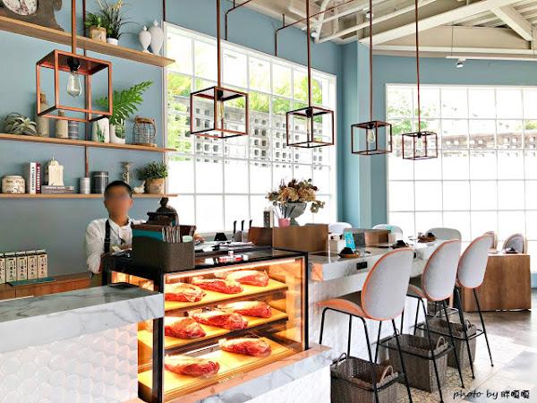 HOUSE V 好室鍋物,美到讓人難以相信這是火鍋店,用餐空間優雅、舒適,肉品當真好吃、海鮮也新鮮的沒話說,還有午間限定鍋物,整個很划算,是會讓人想再訪的鍋物餐廳~