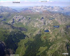 Photo: Vision aérienne sur la vallée du gave de Bious et les lacs d'Ayous.