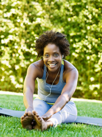 woman with natural hair exercising