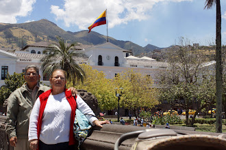 Photo: The Presidential Palace is in the background. Home to leftist Presidente Correa.