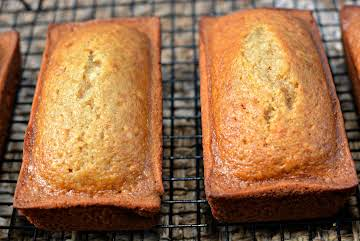 Cinnamon Applesauce Bread - The Cookin Chicks
