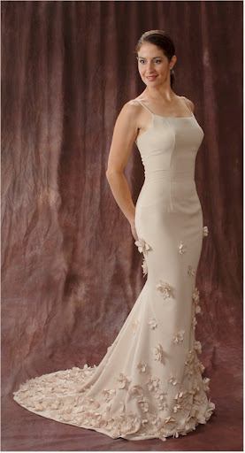 beautiful ivory wedding dress mermaid