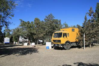 Photo: Unser Stellplatz in Rada Tilly, dahinter: große brasilianische Camper