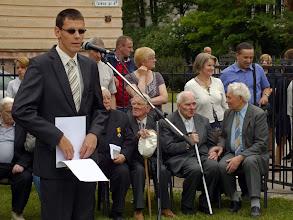 Photo: Brailio raštu tekstą skaito Kauno P. Daunio aklųjų ir silpnaregių ugdymo centro absolventas Karolis Kaminskas.