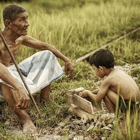 qoyyum & atok by Tuty Ctramlah - People Portraits of Men