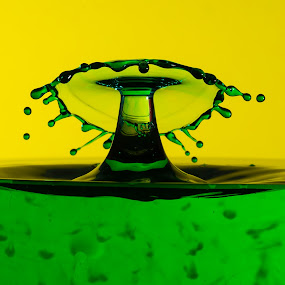 by Eddie Jeffries - Abstract Water Drops & Splashes