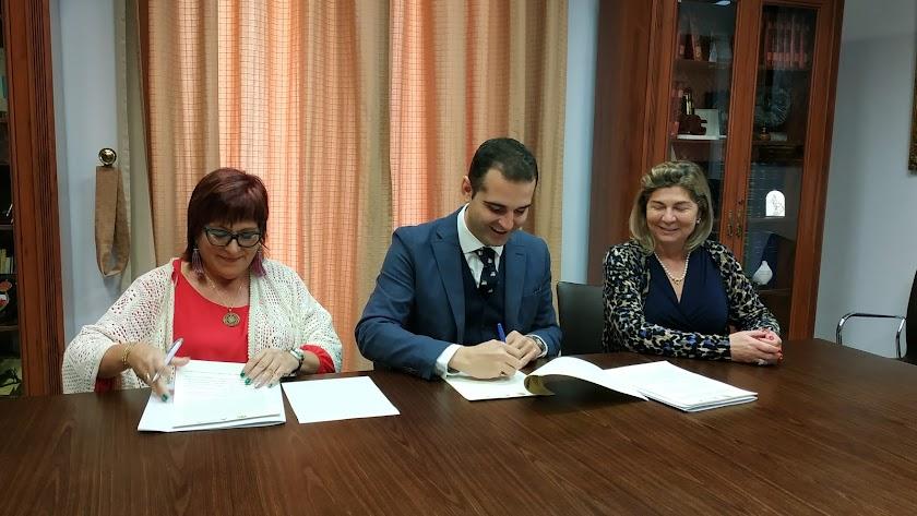 firma del convenio con el Colegio Oficial de Enfermería en Alcaldía.
