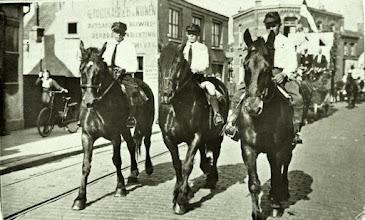 Photo: 1935 Voorstraat- Haagweg  Intocht van burgemeester G.M.S. Sutorius