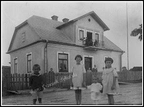 Photo: Podobny dom stoi dziś przy ulicy Grunwaldzkiej w kierunku dworca PKP...