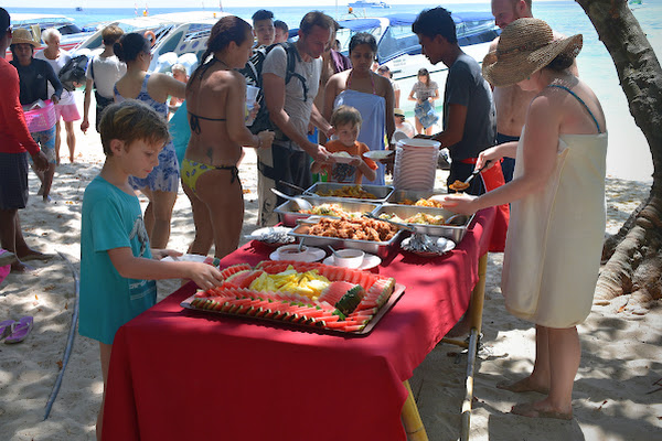 Enjoy a Thai lunch at the beach of Koh Rok Nai