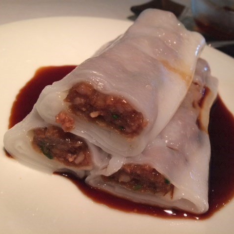 R6. Steamed Beef Rice Roll