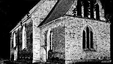 Photo: Einsturzgefährdete, denkmalgeschützte Dorfkirche aus dem 14. Jahrhundert in Passee in Nordwestmecklenburg