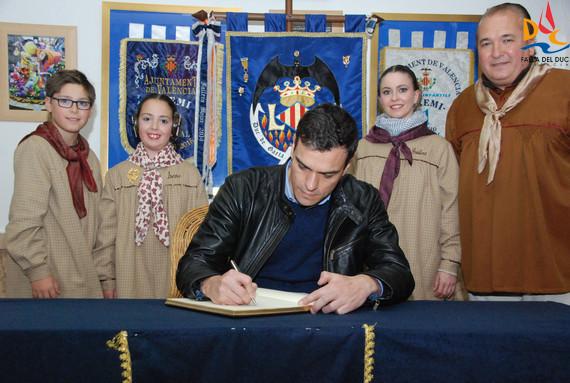 Pedro Sánchez visita la Falla del Duc