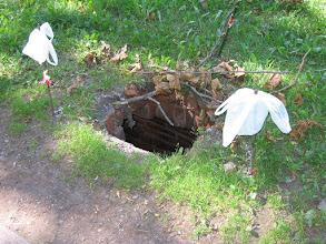 Photo: nieogrodzona dziura w parku koło ul. Tymienieckiego Łodzi