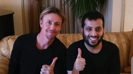La imagen de Guti y el propietario del Almería que destapo la llegada del exjugador blanco al banquillo almeriense.