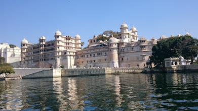 Photo: that is the lake palace in udaipur we habe been inside before