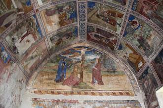 Photo: ... l'intérieur couvert de fresques ...