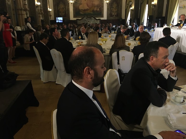 Asistentes a la conferencia del alcalde de Almería.