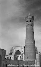Photo: Минарет Калян, за ним вдали медресе Мири-араб.  Май 1978