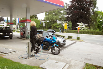Photo: W oczekiwaniu na pomoc drogową - stacja paliw w Bledzie