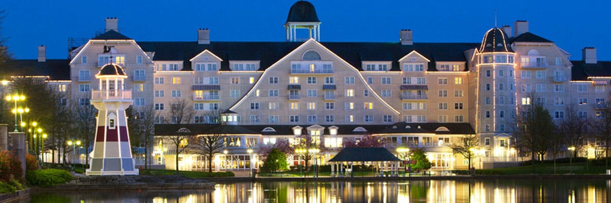 many of the Disneyland Paris Hotels offer the Express luggage Service for their guests.
