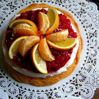 Golden Cranberry Pavlova (Marshmallow Cake).