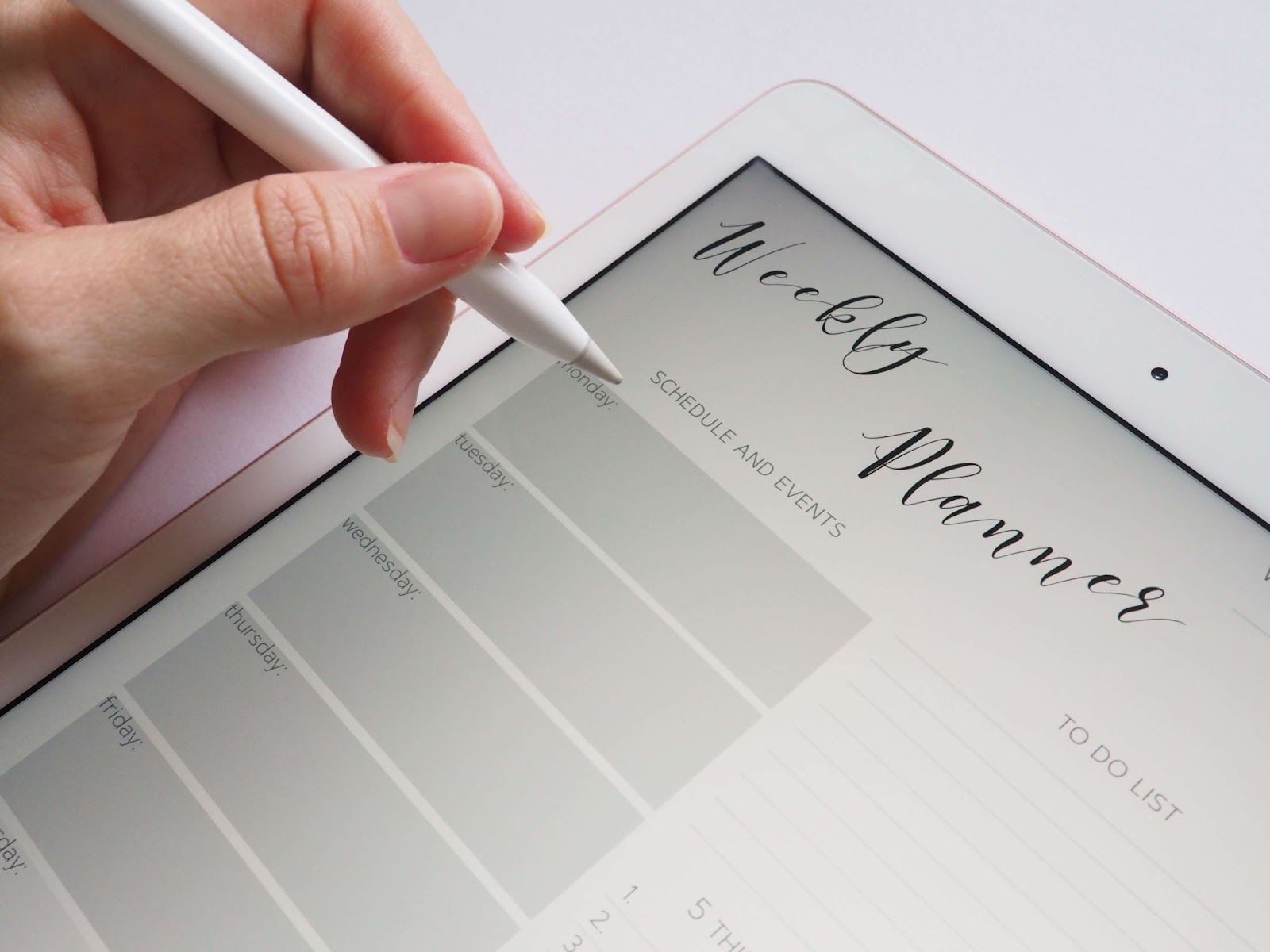 Weekly planner in a tablet