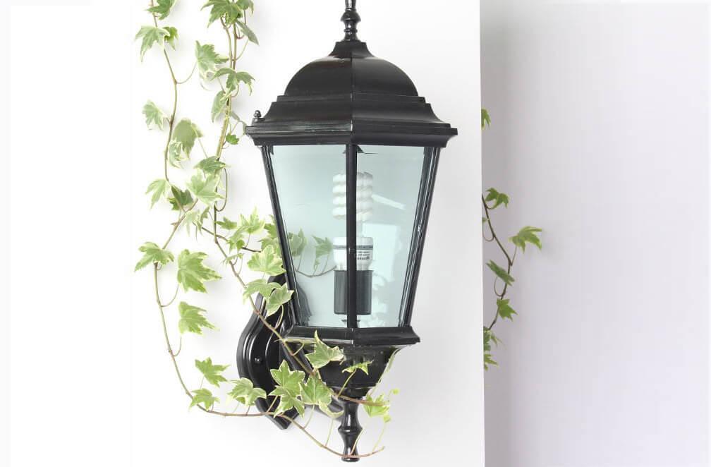 Sân vườn nhà bạn sẽ trở nên lung linh với đèn trang trí